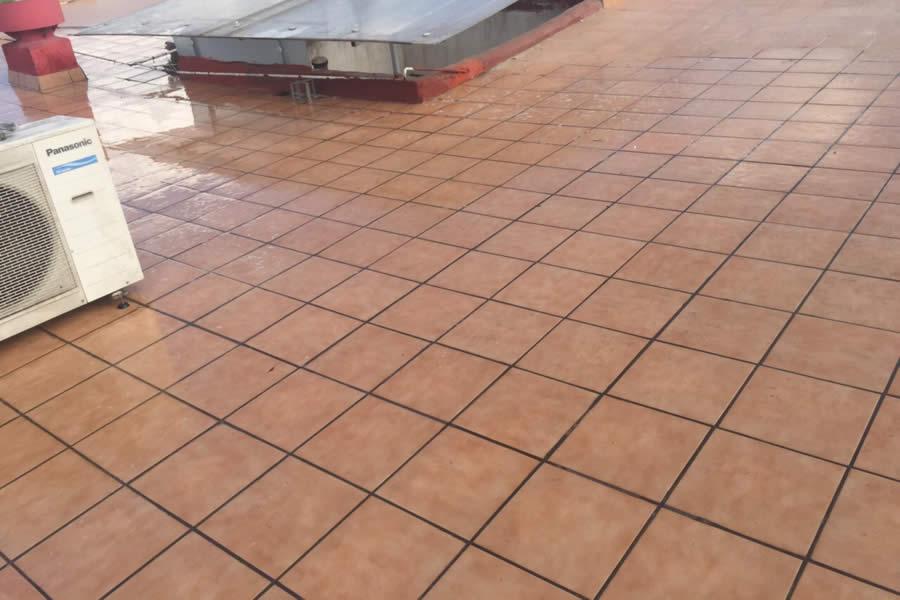 Baldosa terraza csped artificial sobre baldosas with for Baldosones para terrazas